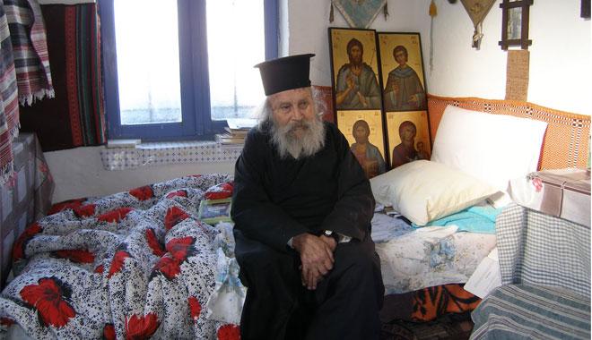 Ενθυμήματα από τον παπα-Φώτη Λαυριώτη, τον δια Χριστόν σαλό της Λέσβου -  Συνοδοιπορία